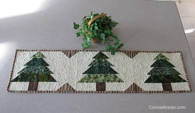 Christmas Tree Tablerunner tutorial with plant