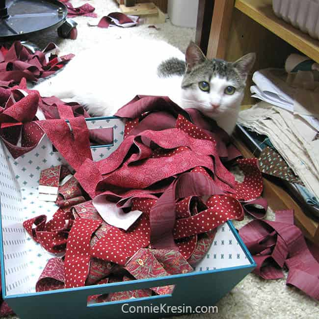 Red String table runner tutorial with kitty cat helper