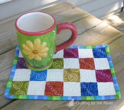Pebbled mug rug