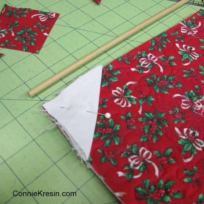 Christmas Mug Rug Tutorial added pockets to the back and the dowel