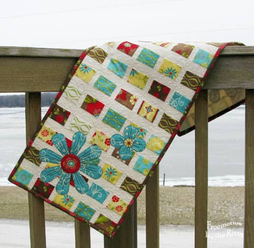 Pleasant Summer House Table Topper