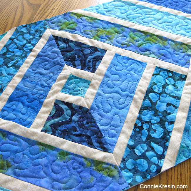 Broken Herringbone quilted tablerunner closeup