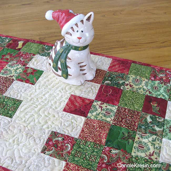 Mini Charm Christmas Tablerunner Tutorial with kitty on it