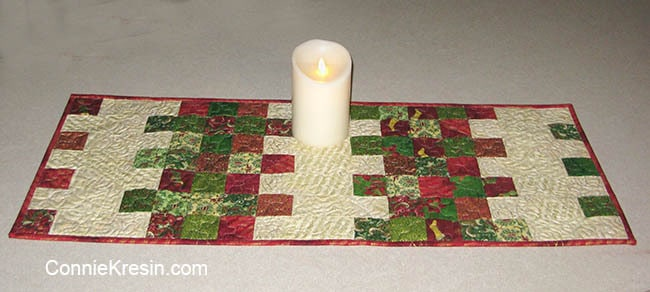 Mini Charm Christmas tablerunner easy to make in Christmas fabric with candle