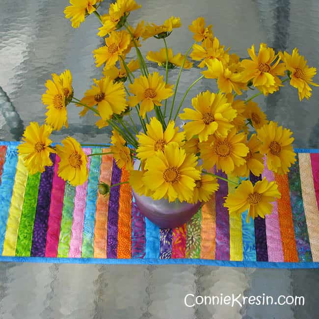 Free motion wiggle stitch quilting on table runner