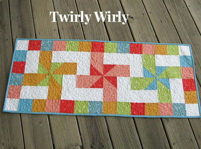 Twirly Wirly tablerunner free quilt pattern