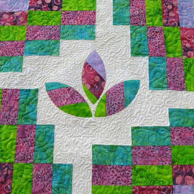 Cherry Berry Swirly freemotion-closeup