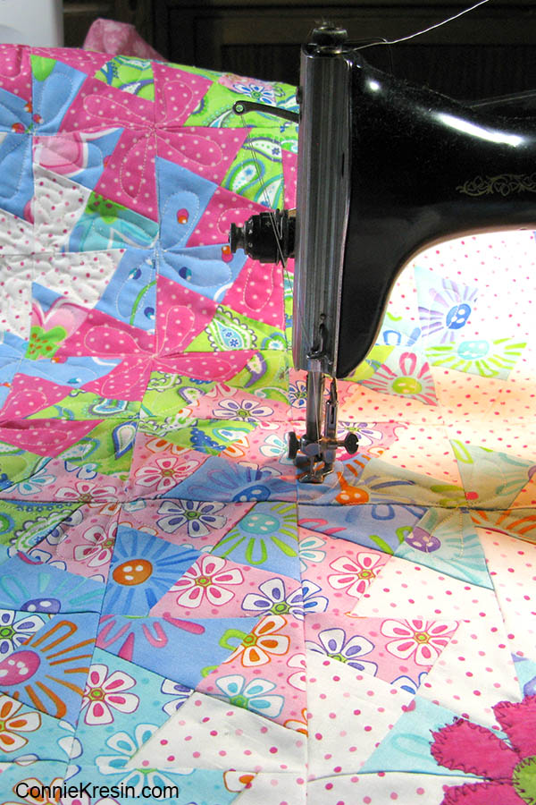 Lil Twister baby quilt quilting it on a vintage Singer sewing machine 15-91