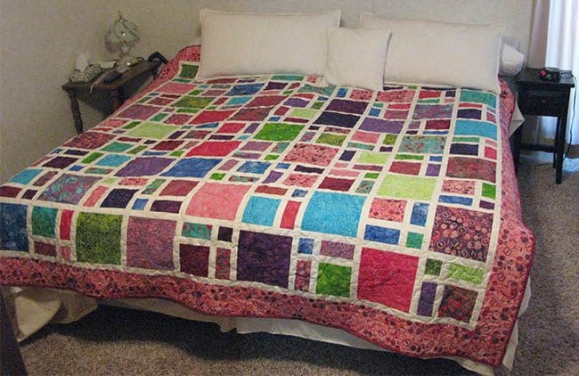 Cherry Berry Scattered Quilt King