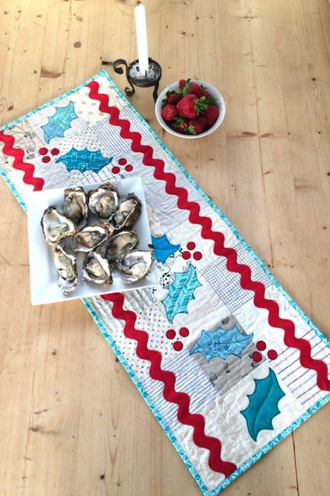 25 free Christmas Quilt Patterns and tutorials Jumbo Rick-rack Table runner