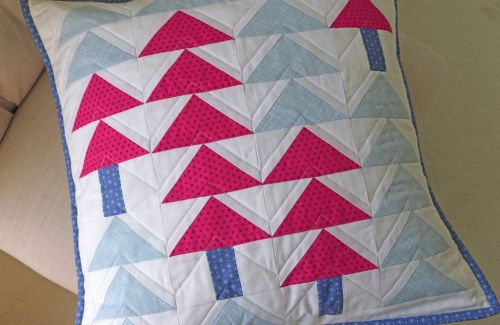 25 free Christmas Quilt Patterns and tutorials pillow