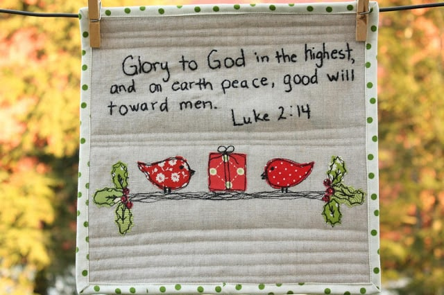 25 free Christmas Quilt Patterns and tutorials embroidered applique saying