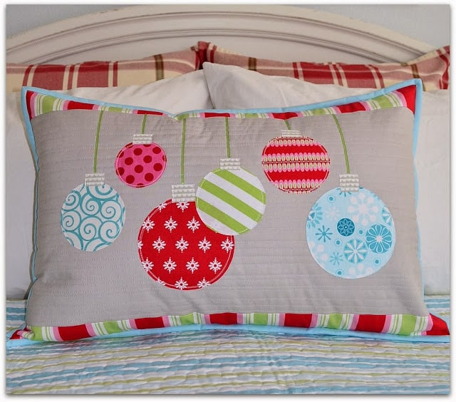 25 free Christmas Quilt Patterns and tutorials ornament pillow