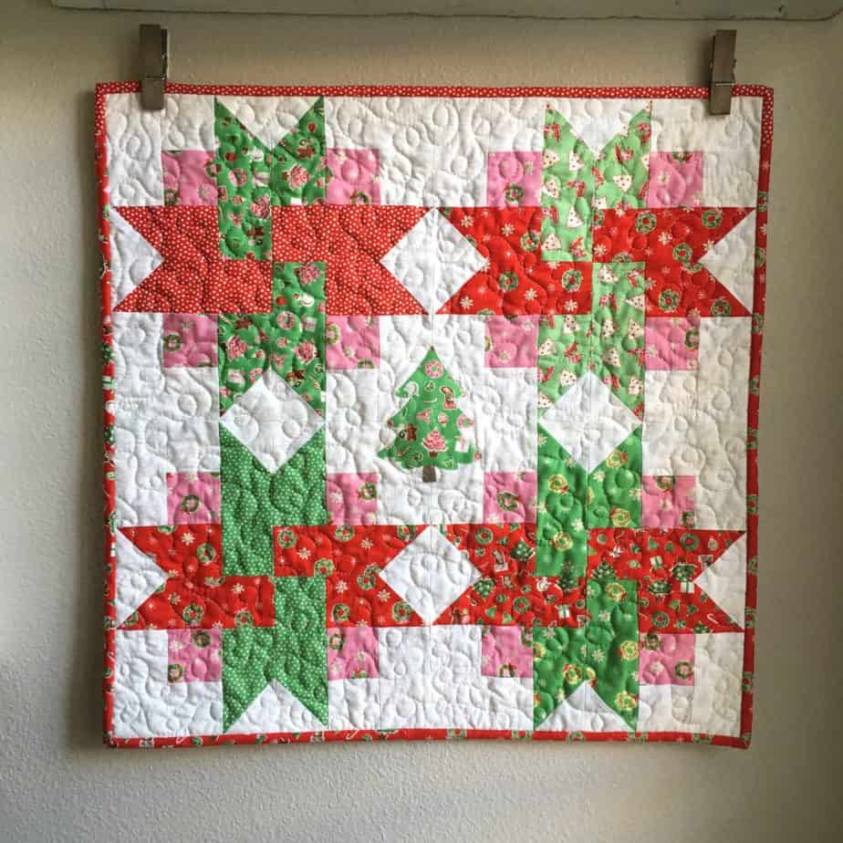 25 free Christmas Quilt Patterns and tutorials Christmas Wall Hanging