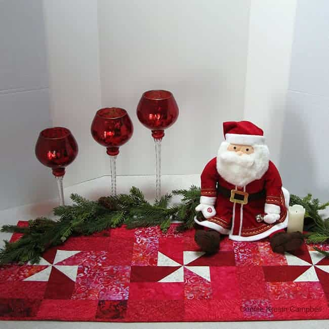 Christmas Pinwheel table runner with candles tutorial
