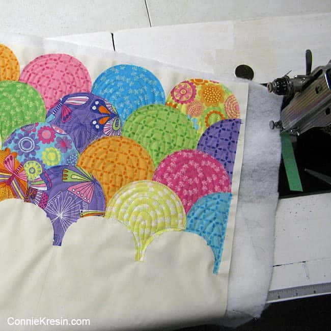 Fast and easy Raw edge applique Clamshell Pillow tutorial #fabric #tutorial #sewing #pillow #tutorial