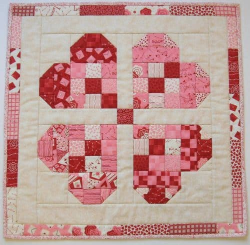 Valentine Table Topper Klee2strings