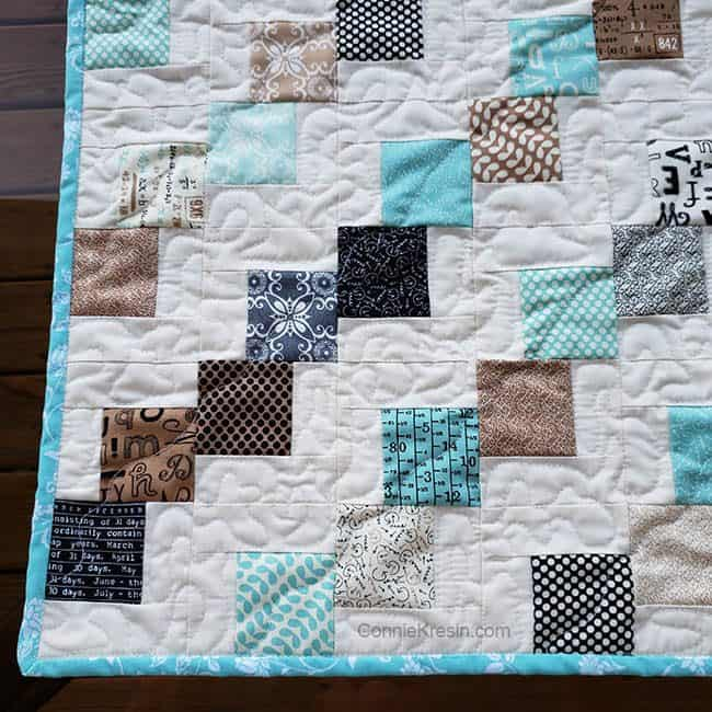 Mini Falling Charms quilted tablerunner closeup of quilting