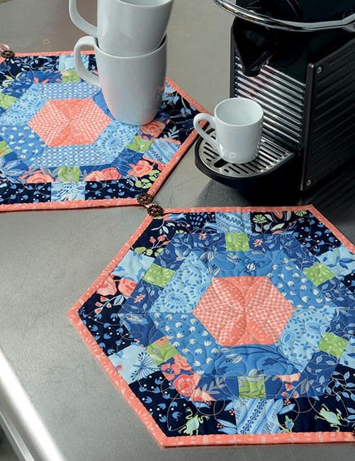 13 Quilted Projects to Spice Up Your Table Hexagon tablerunnner