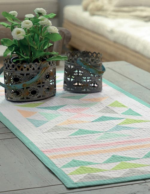 13 Quilted Projects to Spice Up Your Table tablerunner triangles