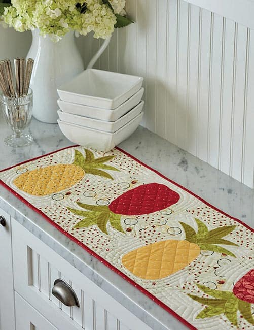 13 Quilted Projects to Spice Up Your Table tablerunner Pineapple