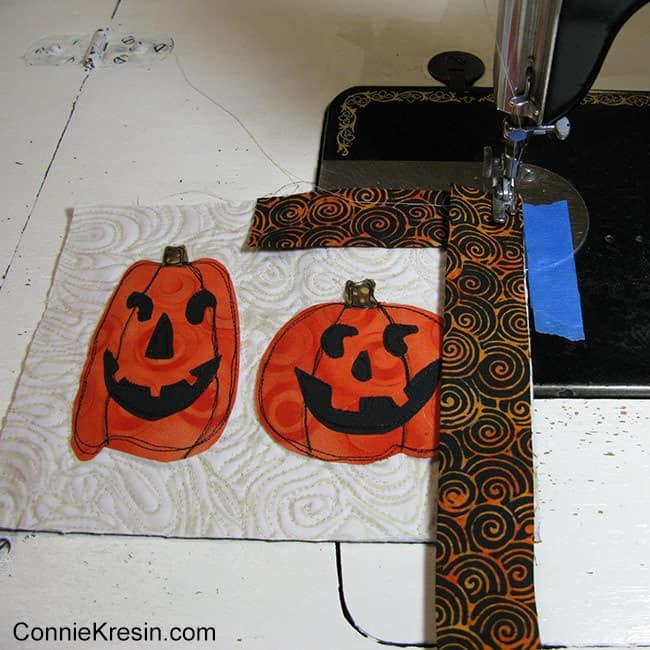Two pumpkins mug rug trimming