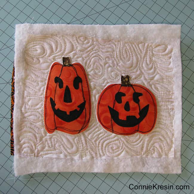 Halloween Two pumpkins mug rug quilted