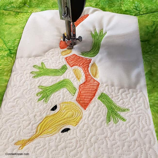 Quilting the Aztec Lizard with my vintage sewing machine