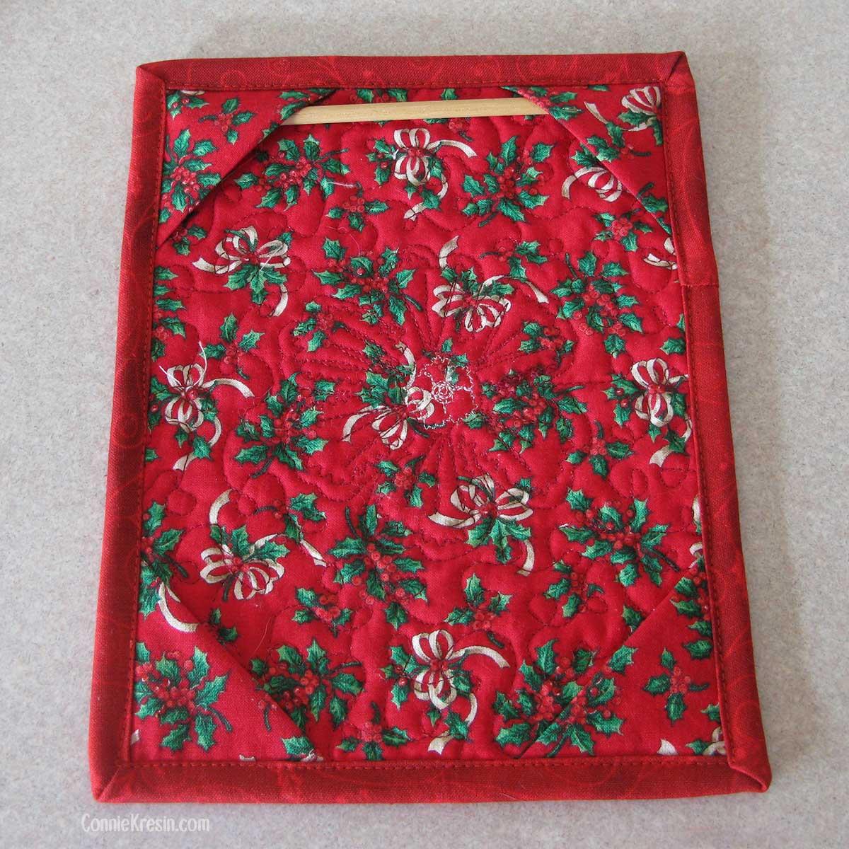 Adding a dowel to the back of the Christmas mug rug