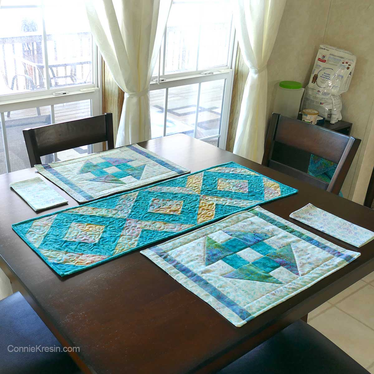 Strip tube table runner and place mats on table