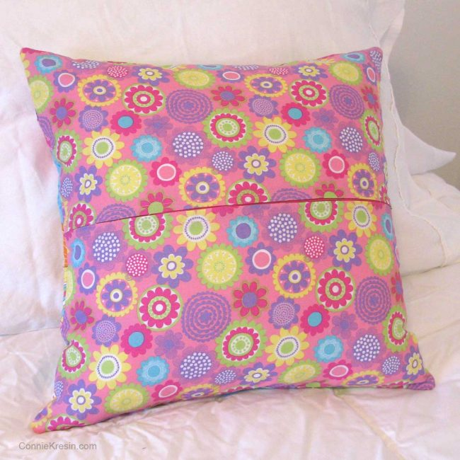 Backside of the clamshell pillow