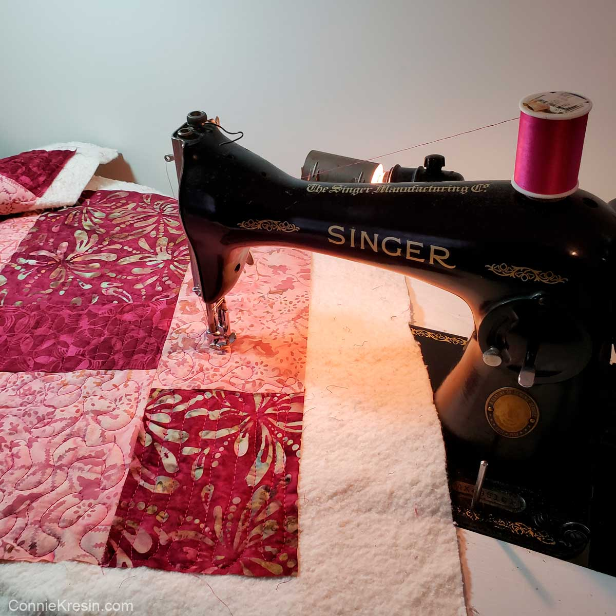 Quilting the Stacks tablerunner on my vintage 15-91 Singer