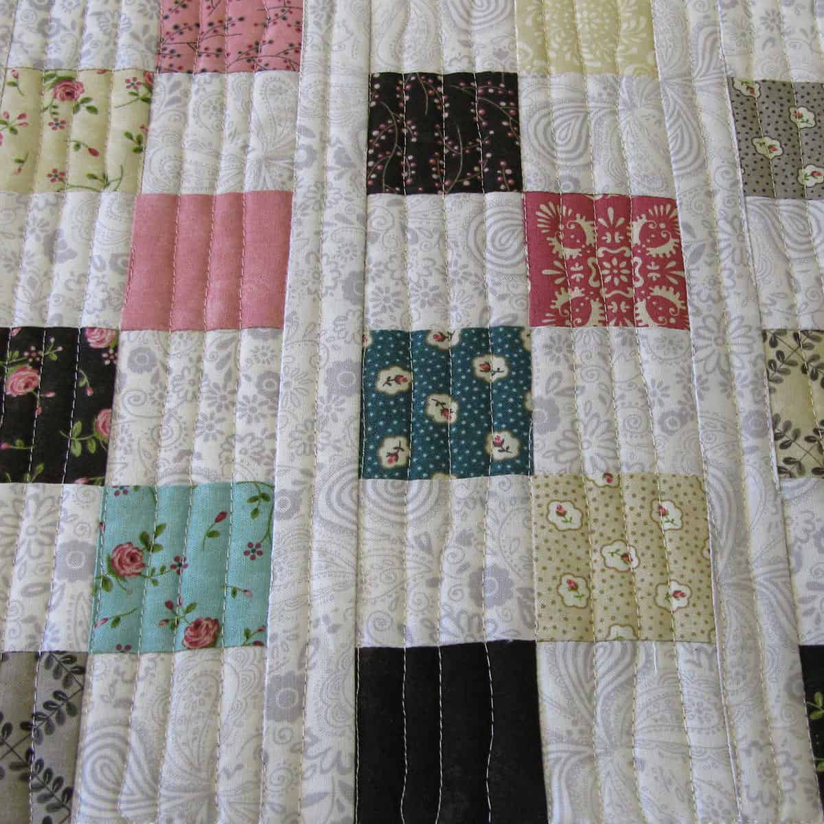 6 square table runner tutorial closeup of straight line quilting