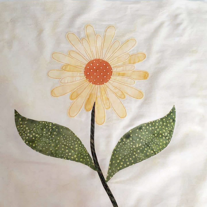 Applique Daisy flower with not enough contrast in colors