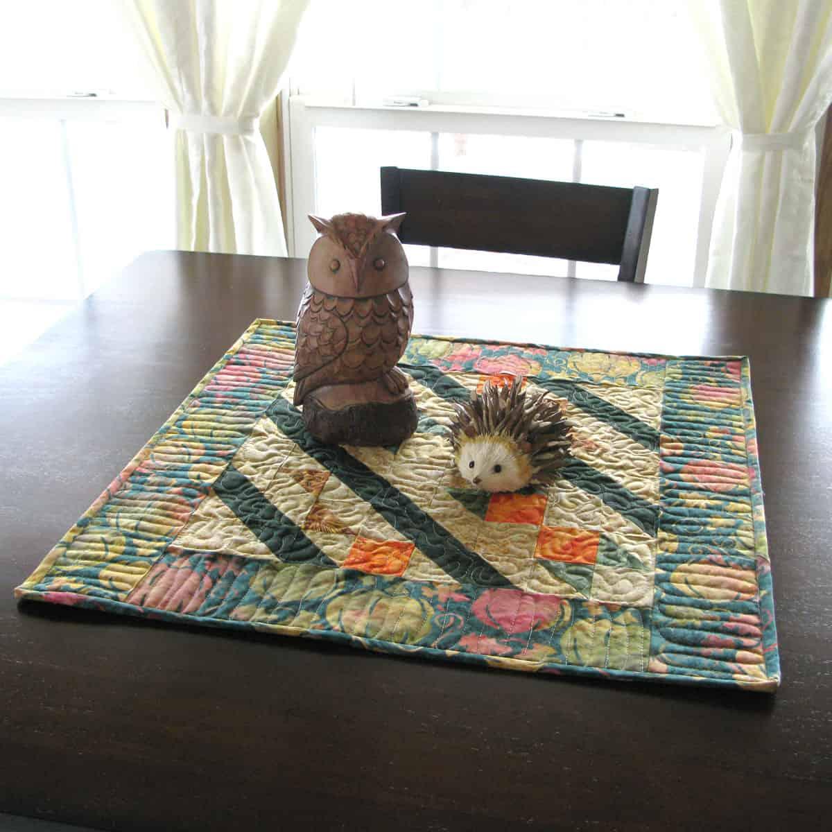 Arrowhead table topper on table