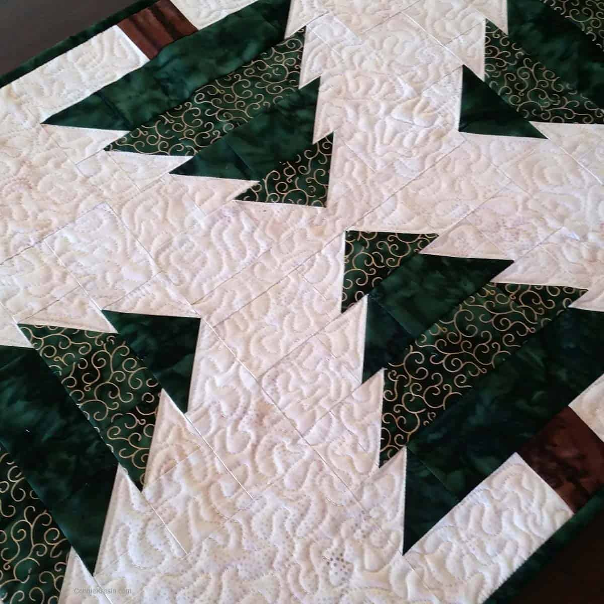 Christmas Tree table runner resized tutorial closeup of freemotion quilting
