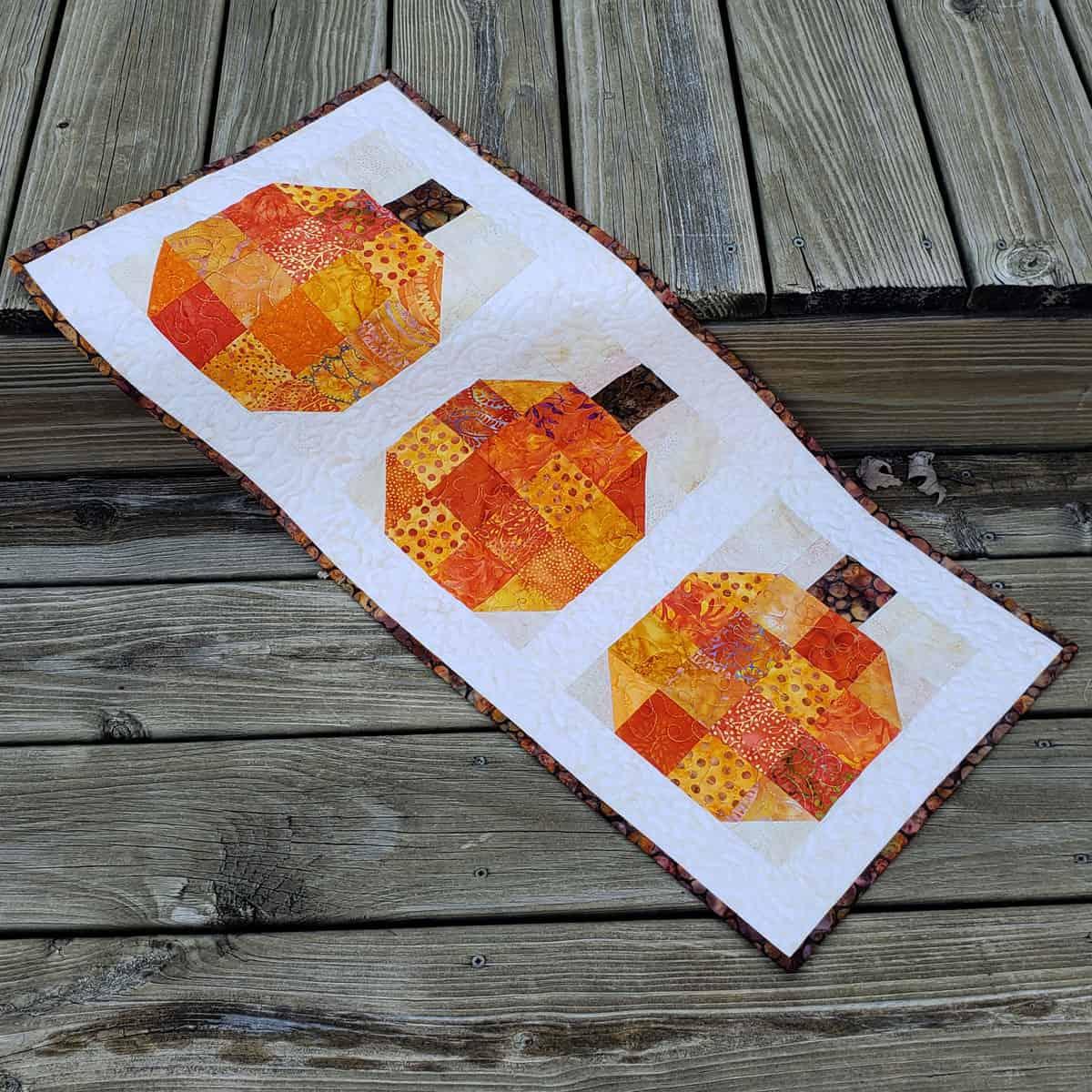 Pumpkin Quilt block and table runner tutorial